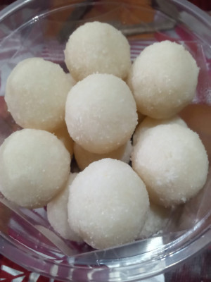 Homemade Coconut Laddoo (Laddu) Indian Sweet for Festival(#2006)-gallery-0